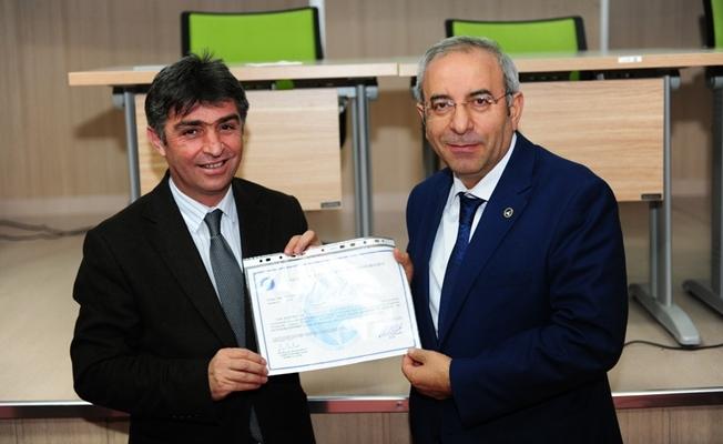 Rektör Battal'dan personele sertifika