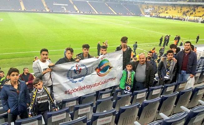 Vanlı çocuklar Fenerbahçe maçını tribünde izledi
