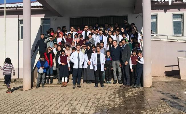 YYÜ Tıp Fakültesi öğrencilerinden Özalp ilçesine ziyaret