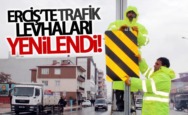 Erciş'te trafik levhaları yenilendi