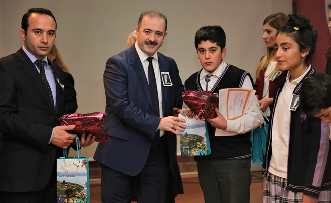 Tuşba Belediyesi öğrencileri ödüllendiriyor