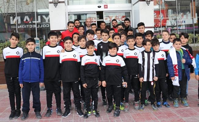 Van Altay Futbol Okulu iki futbolcu ile antrenmanlara başladı