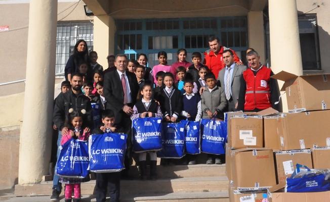 Kızılaydan 715 öğrenciye giyim yardımı