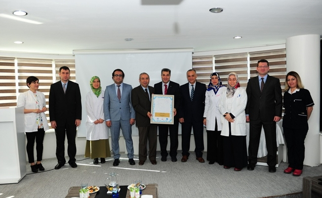 """YYÜ Diş Hekimliği Fakültesine """"Bebek Dostu Hastane"""" sertifikası"""