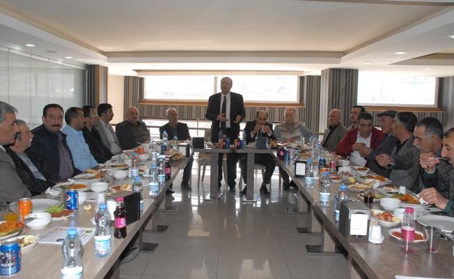 Özalp esnafından Kandaşoğlu'na destek