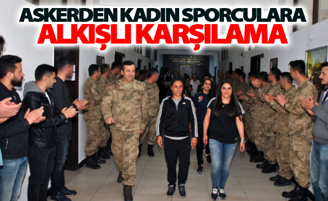 Askerden kadın sporculara alkışlı karşılama