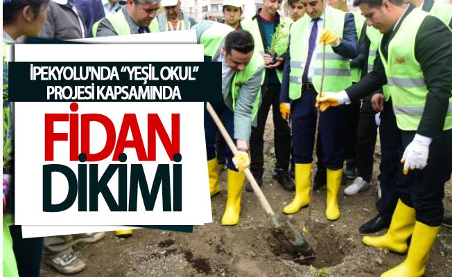 """İpekyolu'nda """"Yeşil Okul"""" projesi kapsamında fidan dikimi"""