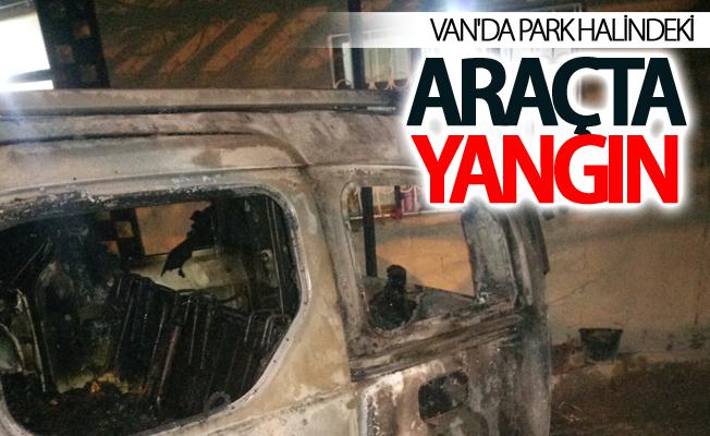 Van'da park halindeki araçta yangın