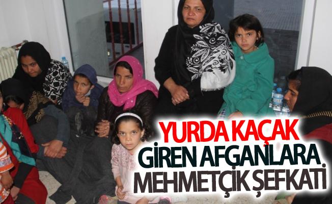 Yurda kaçak giren Afganlara Mehmetçik şefkati