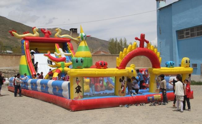 Başkale Belediyesinden 'Şişme Oyun Parkı' hizmeti