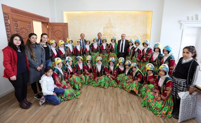 Şampiyon kızlardan Van Büyükşehir Belediyesine ziyaret