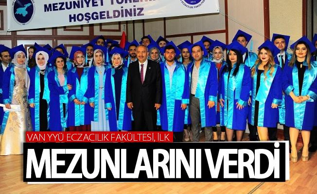 Van YYÜ Eczacılık Fakültesi ilk mezunlarını verdi