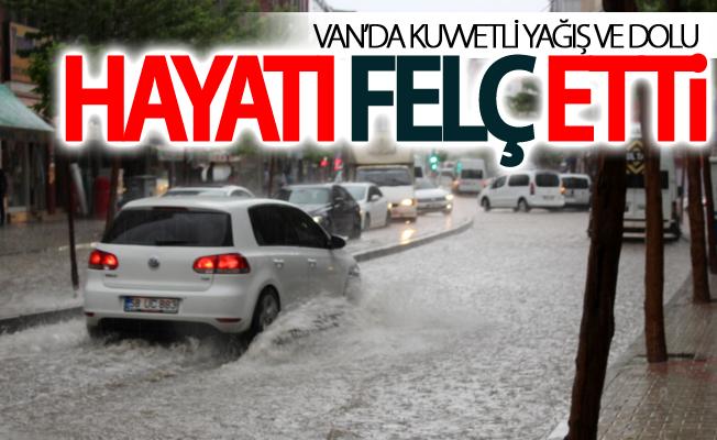 Van'da kuvvetli yağış ve dolu hayatı felç etti