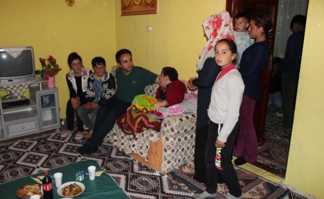 Kaymakam Dundar'dan 9 kişilik Salman ailesine bayramlık ev sözü