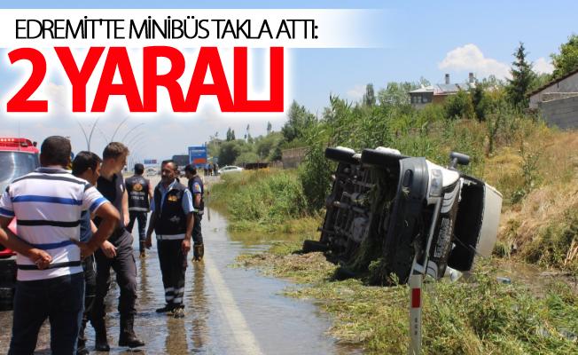Van Edremit'te minibüs takla attı: 2 yaralı