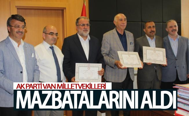 AK Parti Van milletvekilleri mazbatalarını aldı