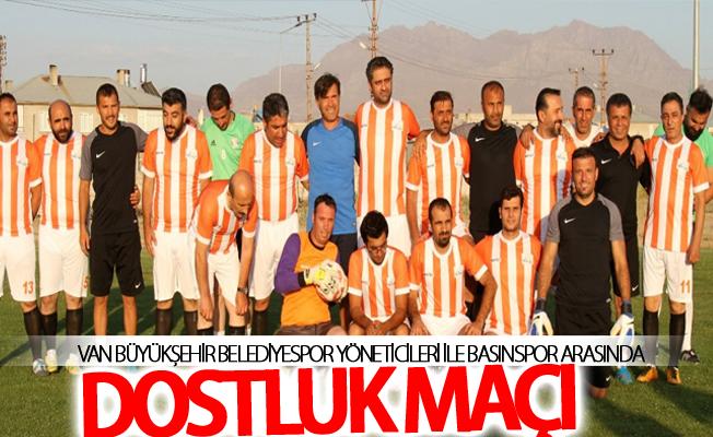 Van Büyükşehir Belediyespor yöneticileri ile Basınspor arasında dostluk maçı