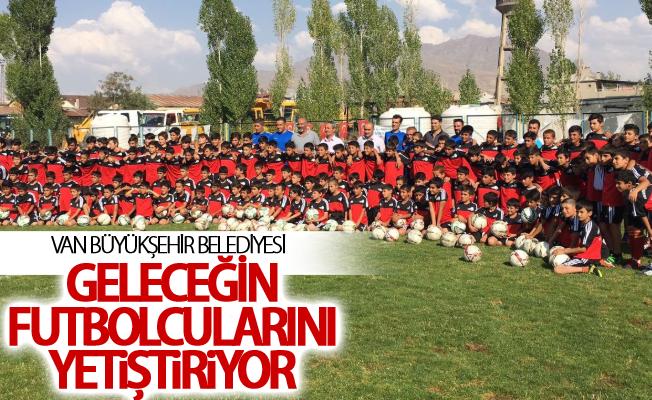 Van Büyükşehir geleceğin futbolcularını yetiştiriyor