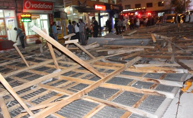 Ağrı'da fırtına dükkanların çatısını uçurdu: 1 kişi yaralandı
