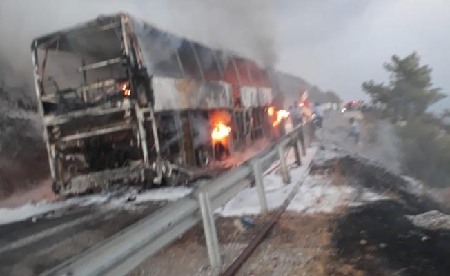 Antalya-Van seferini yapan yolcu otobüsü alev alev yandı