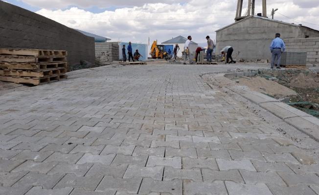 Çaldıran Belediyesi kilitli parke taşı çalışması başlattı