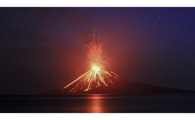 Endonezya'da Yanardağ 44. kez patladı