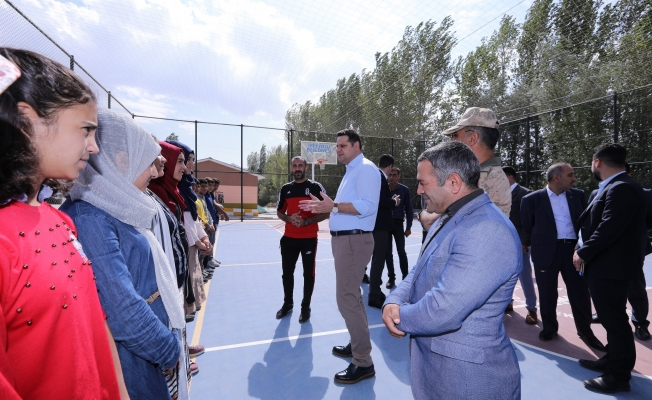 İpekyolu'nda 2018-2019 eğitim öğretim yılı kırsal mahallelerde hediyelerle başladı