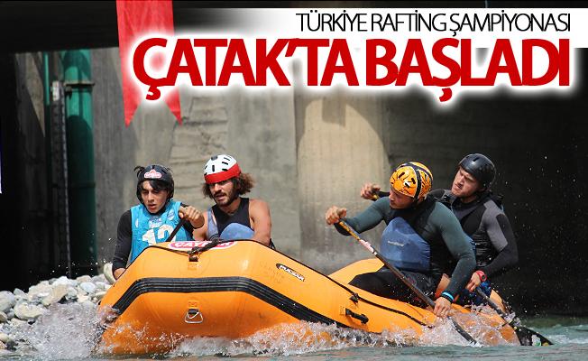 Türkiye Rafting Şampiyonası Çatak'ta başladı