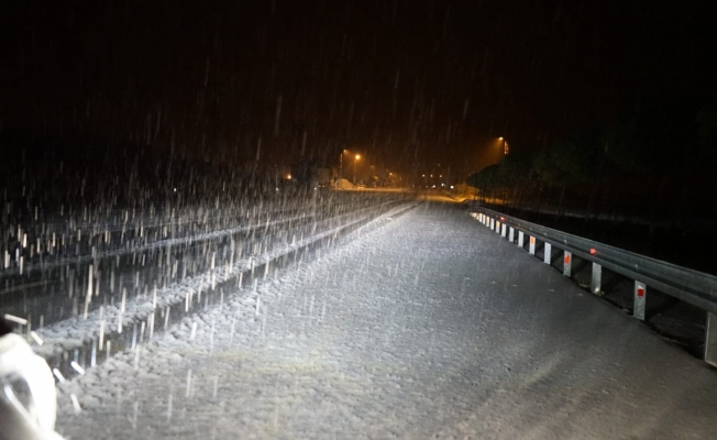 Van'da 2225 rakımlı Kurubaş geçidinde kar yağışı