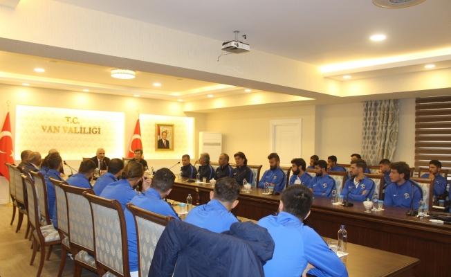 Van Büyükşehir Belediyespor heyetinden Vali Zorluoğlu'na ziyaret