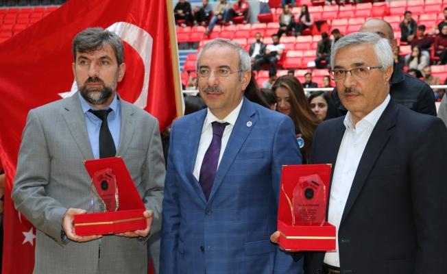 YYÜ'de Türkiye-İran dostluk müsabakaları başladı