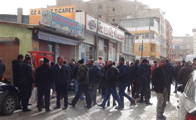 İpekyolu'nda iki taraf arasında bıçaklı kavga: 6 yaralı