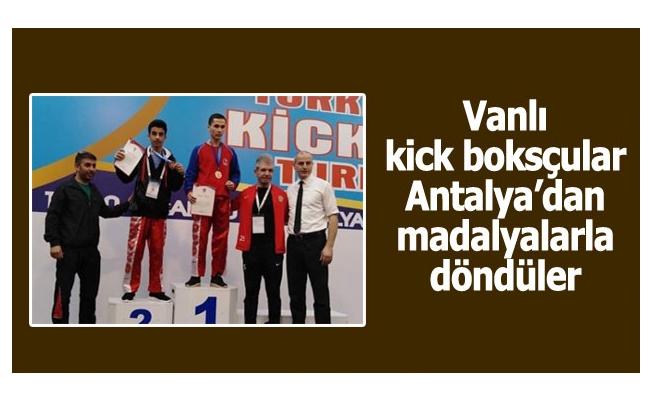 Vanlı kick boksçular Antalya'dan madalyalarla döndüler