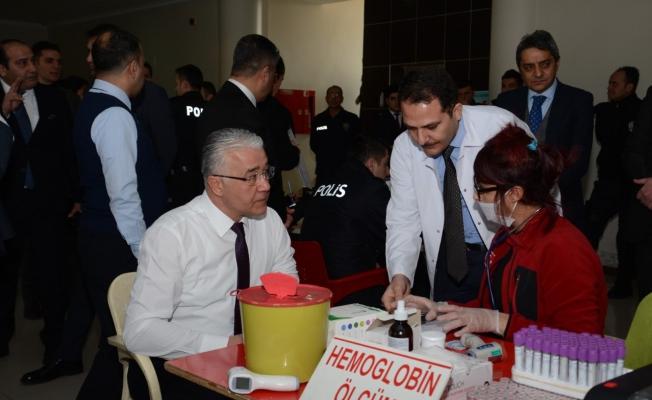 Van polisinden Kızılaya kan bağışı