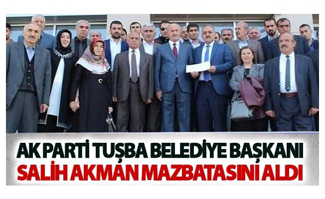 Ak Parti Tuşba Belediye Başkanı Salih Akman mazbatasını aldı