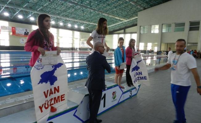 Vanlı Bayan yüzücüler Finale yükseldi