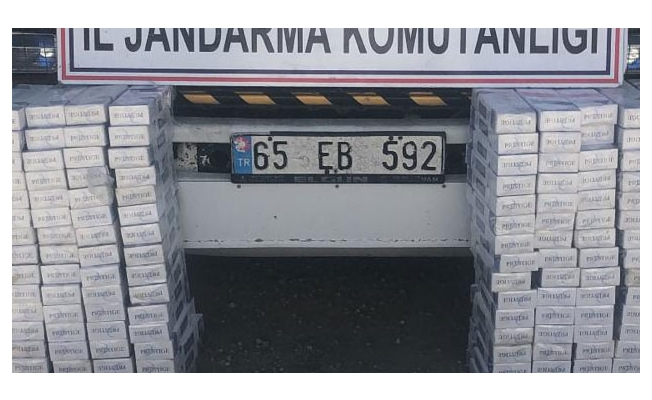 Yol kontrol uygulamasında kamyon kasasında bin 900 paket kaçak sigara çıktı