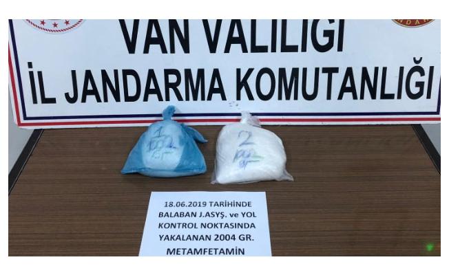 İranlı yolcunun üzerinde 2 kilo 4 gram uyuşturucu çıktı