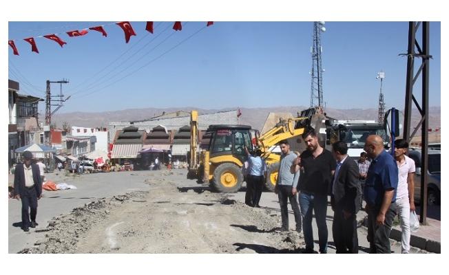 Başkale'de bozulan yolların yapımına başlandı