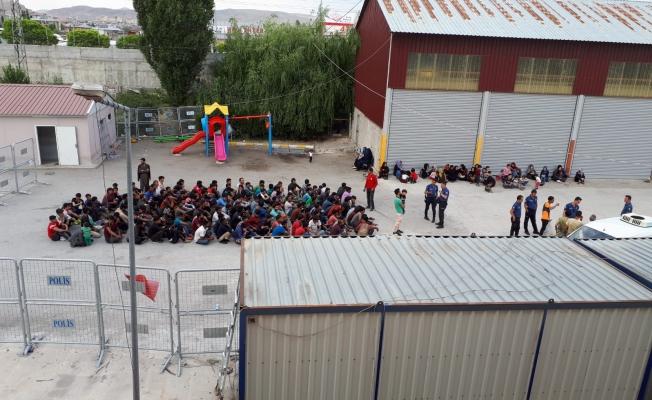 Van ve ilçelerinde 9 günde bin 535 kaçak göçmen yakalandı
