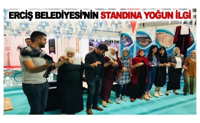 Erciş Belediyesi'nin standına yoğun ilgi