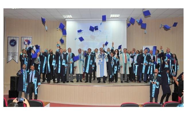 Van YYÜ Eğitim Bilimleri Enstitüsünden mezuniyet töreni