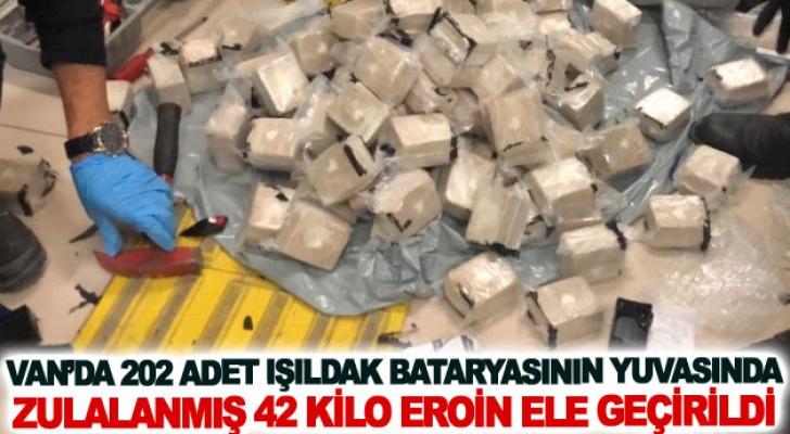 Van'da 202 adet ışıldak bataryasının yuvasında zulalanmış 42 kilo eroin ele geçirildi