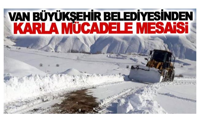 Van Büyükşehir Belediyesinden karla mücadele mesaisi