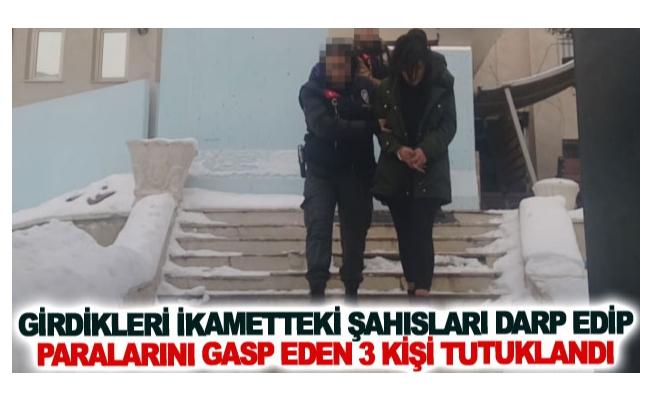 Girdikleri ikametteki şahısları darp edip paralarını gasp eden 3 kişi tutuklandı