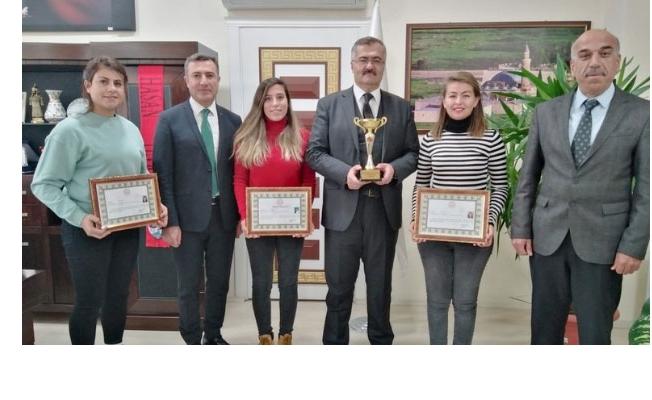 Türkiye üçüncüsü olan öğretmenler başarı belgelerini aldı