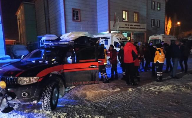 Van'da Sağlık Ekipleri Elazığ'da Yaşanan Deprem İçin Seferber Oldu