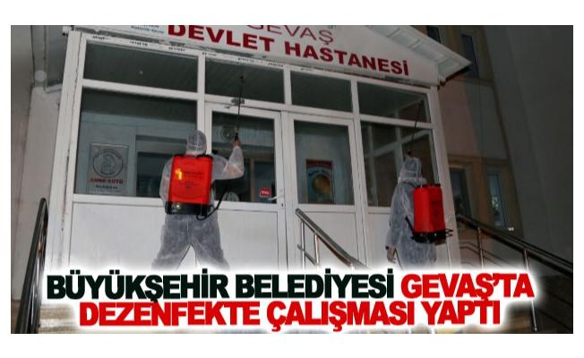 Büyükşehir belediyesi Gevaş'ta dezenfekte çalışması yaptı