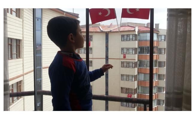 Vanlı minik Ferdi İstiklal Marşı'nın 10 kıtasını ezbere okudu