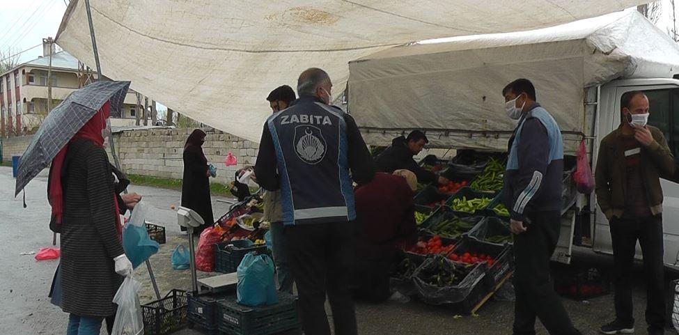 Erciş Belediye 10 bin maskeyi esnafa ücretsiz dağıttı